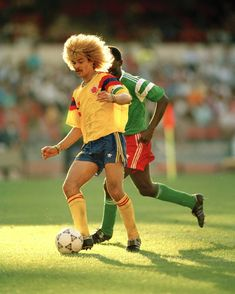"Carlos ""El Pibe"" Valderrama 🇨🇴 against 🇨🇲 in that memorable game for the round of 16 of the 🏆 . Trivia, Carlos Valderrama, Fifa World Cup, Throwback Thursday, Hair Humor, How To Memorize Things, Instagram Posts, Sports, Fictional Characters"
