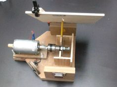 Mini circular saw with dc motor