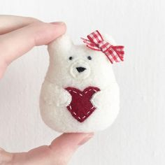 This item is made of pdf digital file, sewing pattern, christmas ornament pattern, plush pattern, valentine ornament pattern and is available in celebration : valentine's day. Bear Valentines, Valentine Crafts, Holiday Crafts, Christmas Crafts Sewing, Valentine Decorations, Sewing Crafts, Ornament Pattern, Felt Ornaments Patterns, Felt Christmas Ornaments