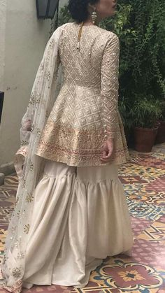 Eid outfits - Bridal gharara set for nikah bride in offwhite color with golden work ModelW 537 Pakistani Fashion Casual, Pakistani Wedding Outfits, Pakistani Dress Design, Pakistani Dresses, Indian Dresses, Indian Outfits, Pakistani Gharara, Pakistani Mehndi Dress, Pakistani Clothing