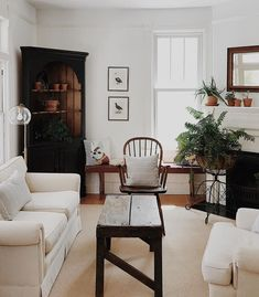 Small and cozy living room My Living Room, Home And Living, Living Room Decor, Living Spaces, Cozy Living, Dining Room, Living Room Inspiration, Home Decor Inspiration, Style At Home