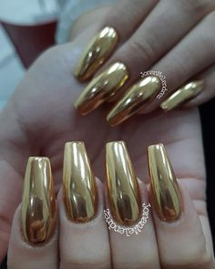 Chrome Nails Ideas & Inspo - Fall in love with sassy chromes - Hike n Dip : Royal Golden Chrome Gold Chrome Nails, Chrome Nails Designs, Rose Gold Nails, Popular Nail Designs, Colorful Nail Designs, Nail Art Designs, Sexy Nails, Cute Nails, Pretty Nails