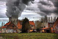 Net ten noorden van het dorp Doel staat een kerncentrale, die stroom levert aan afnemers in België, Nederland en Duitsland. Doel huisvestte ooit zo'n 2500 inwoners. Doel raakte sinds de jaren…