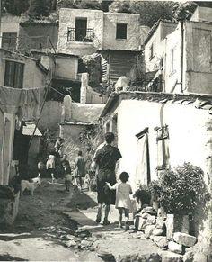 Αθηνα 1940, κατω απο την Ακροπολη.