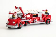 Vintage fire truck wails to the rescue http://www.brothers-brick.com/2016/07/07/vintage-fire-truck-wails-to-the-rescue/