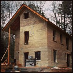 Building Revolution: If Hemp Is Legalized, Hempcrete Will Change The Construction Industry Natural Building, Green Building, Building A House, Building Ideas, Home Renovation Loan, Rammed Earth Homes, Eco Buildings, Adobe, Home Improvement Loans