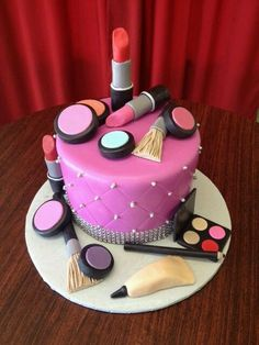 Cake İdeas 567453621789005656 - Make-up cake Plus Source by Lolathalassa Pretty Cakes, Cute Cakes, Beautiful Cakes, Amazing Cakes, Teen Cakes, Girly Cakes, Fancy Cakes, Pink Cakes, Crazy Cakes