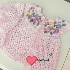 Crochet Bebe, Crochet Girls, Crochet For Kids, Knit Crochet, Crochet Designs, Crochet Patterns, Baby Staff, Knit Vest, Crochet Clothes