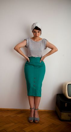 Green Vintage Pencil Skirt by BeyondTrends on Etsy, €25.00