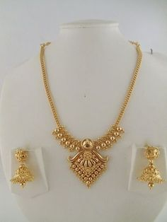 Gold Jewelry 15 Latest Gold Necklace Designs in 15 Grams - Gold necklace designs in 15 grams are perfect to look as well as cost. Here are the top 15 gram gold necklace designs for women in India. 1 Gram Gold Jewellery, Gold Jewellery Design, Jewellery Box, Jewellery Earrings, India Jewelry, Jewellery Shops, Indian Gold Jewellery, Latest Gold Jewellery, Jewellery Exhibition