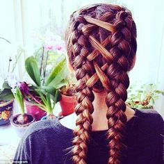 Esta es una increíble idea para darle un twist a tus trenzas. #braids…