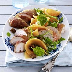 <p><b>Gesund & lecker: 25</b> <b>Rezepte</b> <b>zum Abnehmen!</b></p><p><b>Hähnchen-Melonen-Salat</b></p><p><b>Zutaten für 4 Portionen:</b></p><p>2 Scheiben Roggenmischbrot4 EL Olivenöl4 Hähnchenfilets (à ca. 150 g)SalzPfeffer8 Scheiben Parmaschinken (à c