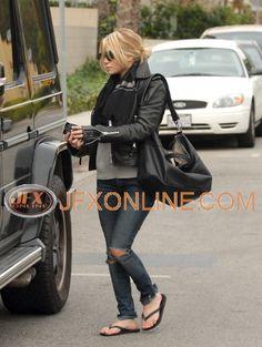 love, love, love her style.
