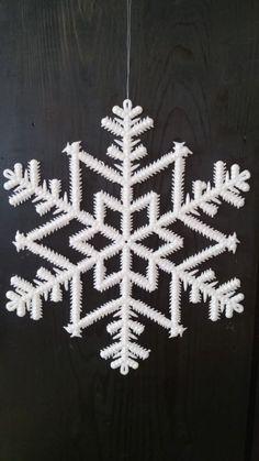 Schneeflocke Weihnachtsdekoration Art, Snow Flakes, Christmas Decorations, Homes, Art Background, Kunst, Performing Arts, Art Education Resources, Artworks