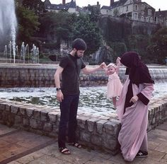 Cute Muslim Couples, Muslim Girls, Cute Couples Goals, Romantic Couples, Couple Goals, Arab Couple, Couple With Baby, Muslim Couple Photography, Muslim Family