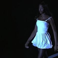 versacegods:  Naomi Campbell @ Versace Spring 1995
