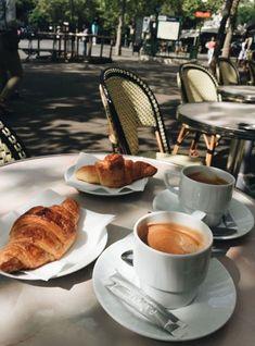 Foodie Travel 615515474057599440 - Petit déjeuner samedi Paris Source by amaterasumanon Coffee Photography, Food Photography, Coffee Break, Morning Coffee, Morning Breakfast, Brunch, Pause Café, Think Food, Comfort Food