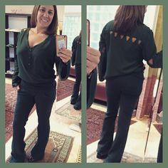 Verde na calça e na camisa. O monocromático nada boring.