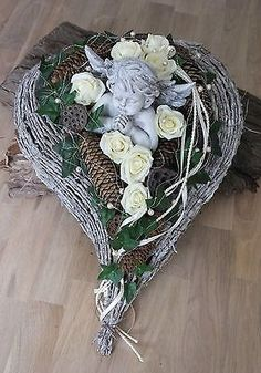 Grave arrangement, grave decoration, All Saints Day, Sunday of the Dead, gesture … – World of Flowers Grave Flowers, Funeral Flowers, Arte Floral, Cemetery Decorations, Funeral Flower Arrangements, Memorial Flowers, All Saints Day, Sympathy Flowers, Valentine Crafts