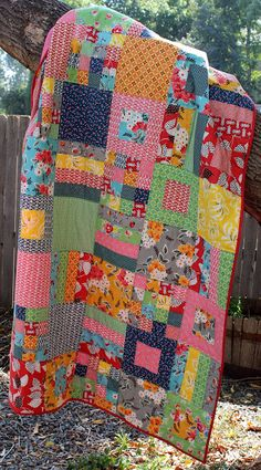 This cute quilt is made from this free tutorial found at http://www.cluckclucksew.com/2012/06/tutorial-squares-and-strips-bed-quilt.html