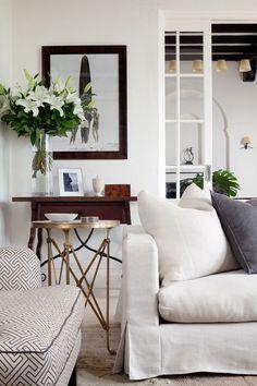 Bild: Pinterest Jag har sagt det förut och jag säger det igen. Ett enkelt tips att få en lyckad möblering är att placera möblerna ut i rummet. Då frigörs plats till vackra bord och annan förvaring...