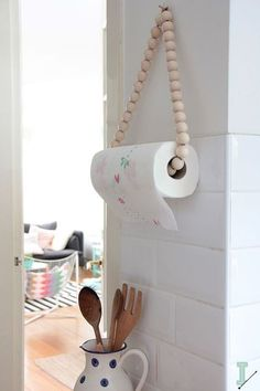 The best DIY projects & DIY ideas and tutorials: sewing, paper craft, DIY. Diy Crafts Ideas DIY: paper towel holder by IDA interior lifestyle -Read Home Projects, Home Crafts, Diy Home Decor, Diy Crafts, Home Decoration, Creative Crafts, Paper Crafts, Nature Crafts, Fabric Crafts