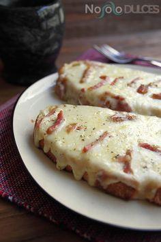 Una receta italiana típica: pan de ajo con queso y bacon. ༺✿ƬⱤღ http://www.pinterest.com/teretegui/✿༻