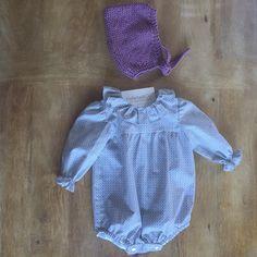 Ranita con estampado geométrico en tonos grises y rosas  baby  babywear   babelaandco  madeinspain  handmade  hechoenespaña  kidsfashion  modaniños  ... b4a1476aaeb