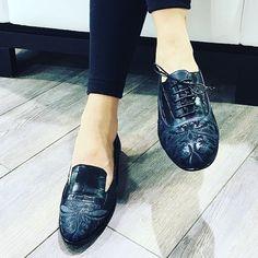 Elegance doesn't need high heels. #LorenaPaggi PAD5 - F44/46  #theMICAM #micam2016 #trendyshoes #italianshoes #womenshoes #flats