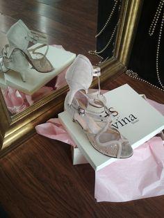 Χειροποίητα Νυφικά παπούτσια Divina με χαμηλό τακούνι Stella Mccartney Elyse, Bridal Shoes, Low Heels, Nude, Fashion, Bride Shoes Flats, Moda, Bride Shoes, Fashion Styles