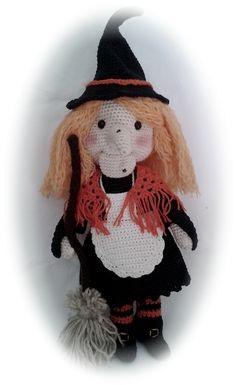 Patrón en inglés y español para hacer esta bruja amigurumi a crochet.