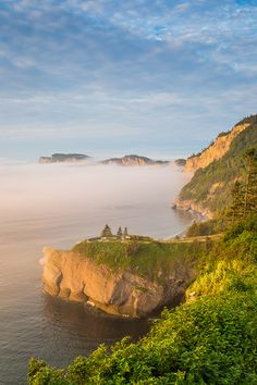 Discover Forillon National Park! Seascapes, cliffs, and mountains provide this park with unique exceptional beauty. So much to see and do: here you can view seals, seven species of whales (cruises with interpretive guide), beavers, black bears, moose, and various bird species. Photo: Mathieu Dupuis Bas Saint Laurent, Canada National Parks, Excursion, Parc National, Bird Species, Black Bear, Dream Vacations, Places Ive Been, Grand Canyon