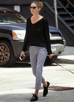 Para fugir do óbvio, roube o look da Olivia Palermo e aposta em estampas em preto e branco - sinônimo para: vichy!