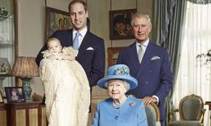 First photo to show sovereigns together since the Victorian period. Prince George at his christening (24/10/13).