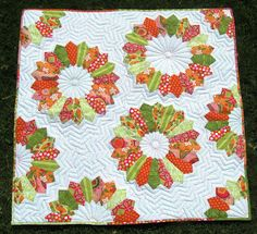 Happy Quilting: Double Dresden Delight - EZ Dresden Challenge.  Both ends of the Dresden Plate are pointed.