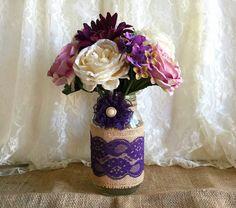 purple burlap and lace covered mason jar vase  por PinKyJubb