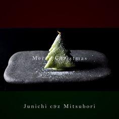 """一日一菓 「クリスマスツリー」 薯蕷饅頭 製 Wagashi of the day """"Christmas tree"""" #和菓子 #一日一菓 #クリスマス #cake #artist #candy #art"""