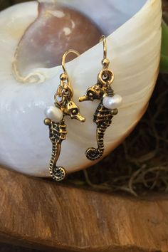 Pendientes perlas oro Seahorse vago de la por TwoSilverSisters