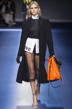 Versace Fall 2017 Ready-to-Wear Collection Photos - Vogue