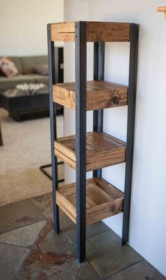 Pallet Wood Bookshelf di woodandwiredesigns su Etsy