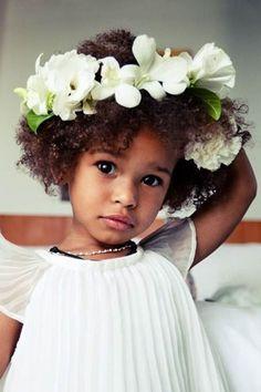 Añadir flores a su look quedará así de adorable.