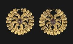 A PAIR OF PARTHIAN GOLD EARRINGS - 1ST-3RD CENTURY A.D.
