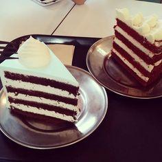 #먹스타그램 #초코케이크 #chocolatecake #Chocolate #redvelvetcake #redvelvet #레드벨벳케이크 #Cake #cakestagram by kim_selenaa