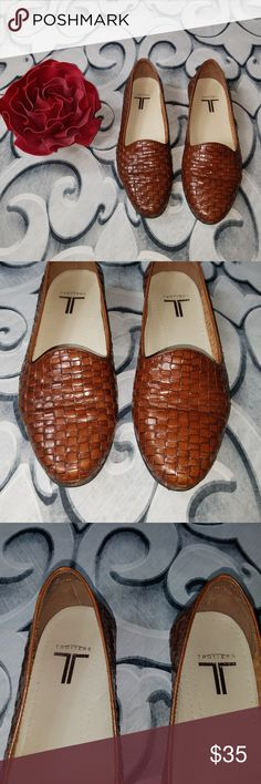 Trotters Liz Basket Weave Flats Leather Upper Trotters Liz Basket Weave Flats Leather Upper Made in Brasil. Size 8 1/2 M. There is some light wear, see pictures. Trotters Shoes