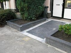 Concrete Patio, City Living, Porch, Sidewalk, New Homes, Outdoor Decor, Gardening, Log Projects, Courtyard Entry