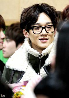 Chen Exo Chen, Exo Chanyeol, Waiting For Baby, Korean Boy Bands, K Idols, Bigbang, Kpop, Boys, Beagle