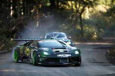 Zwei der interessantesten Drift-Boliden überhaupt sind die Hauptakteure in diesem Video: Der, auf Heckantrieb umgebaute, Lamborghini Murcielago von Daigo Saito und der Ford Mustang RTR von Vaughn Gittin Jr. Stattfinden ... weiterlesen