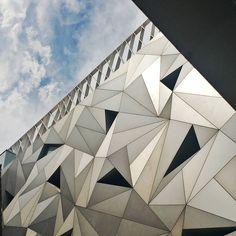 "57 Me gusta, 1 comentarios - Maria La Mala jewels (@lamalajewels) en Instagram: ""Triángulos y nubes. Arquitecturas de Madrid. #madrid #museoabc #arquitectura #architecture…""Triángulos y nubes. Arquitecturas de Madrid. Museo ABC."