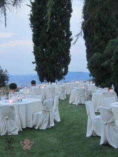 Cena all'aperto nel suggestivo Parco dei Cedri, con vista su Città Alta - Bergamo @CastleOfAngels firmata Barbariccia Restaurant. #Barbariccia #restaurant #Banqueting #dinner #open #space #garden #Cedro #wiew #Bergamo