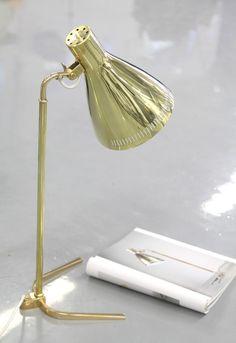 muotoseikka\ PAAVO TYNELLIN HARVINAISUUS / TYNELL TABLE LAMP Finland Table Desk, Desk Lamp, Table Lamps, Desk Light, Lamp Design, Home Lighting, Scandinavian Design, Lightning, Lights